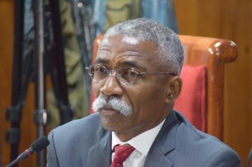 Le sénateur Patrice Dumond demande aux manifestants d'encercler le palais national.