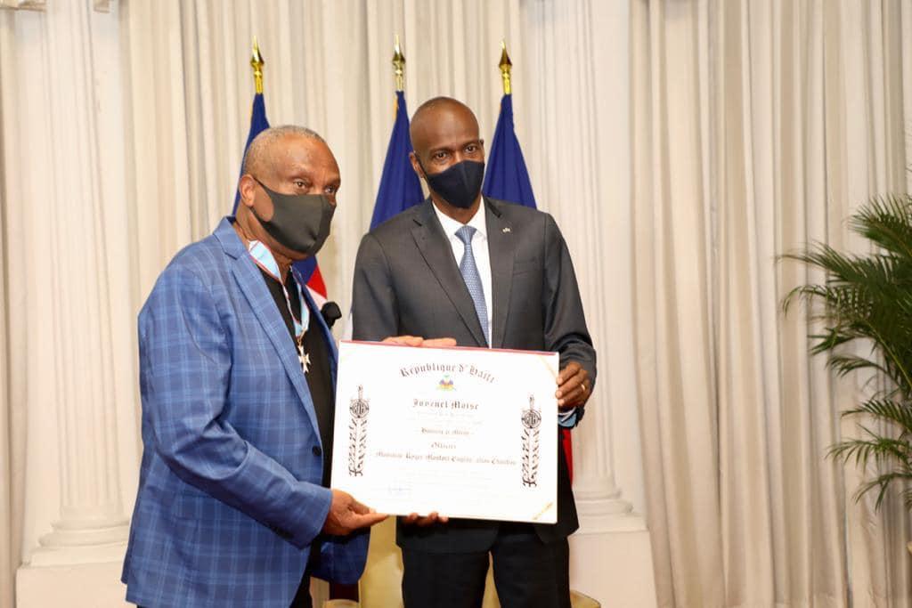 Haïti-Culture: Le président Jovenel Moïse a decerné un diplôme de l'ordre national à Roger M. Eugène