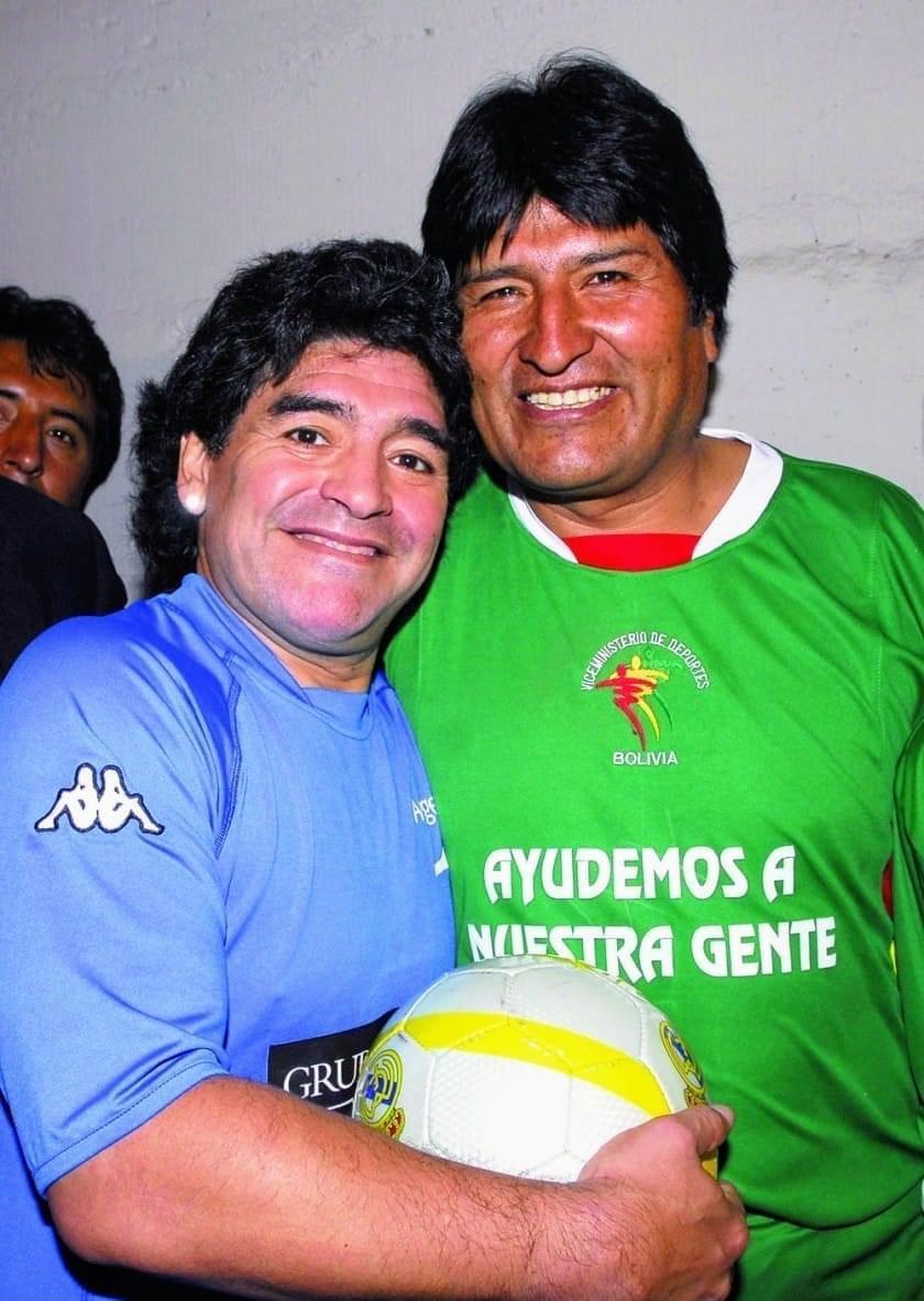 Décès-Maradona: Le président Bolivien Eva Morales rend hommage à Maradona