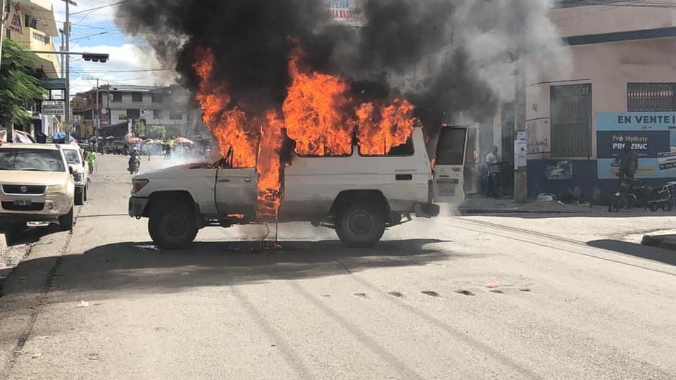 Ayiti-Aktyalite: Fantom 509 nan lari plizyè machin gentan boule
