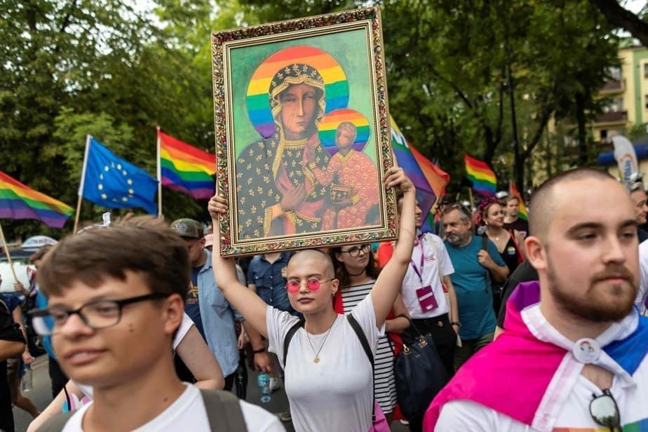 POLOGNE – Trois militantes LGBT jugées pour avoir auréolé la Vierge d'un arc-en-ciel