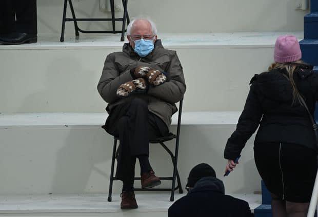 International : Bernie Sanders lève 1,8 million de dollars avec sa célèbre photo