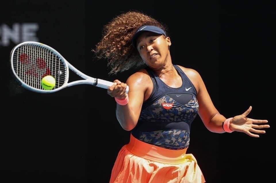 Internationaux d'Australie Naomi Osaka bat Serena Williams et se qualifie pour sa deuxième finale