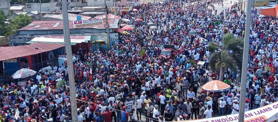 Ayiti-Aktyalite : Diktati Ak ensekirite nan peyi Dayiti, anpil moun pran lari pou di non