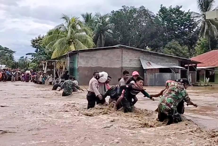 Plus de 110 morts dans des inondations, des dizaines de disparus